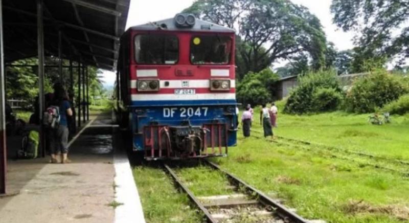 India: tres jóvenes se sacaban una selfie y fueron atropelladas por un tren