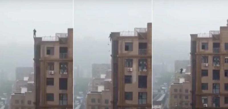 Video: quería tomarse una selfie pero resbaló de lo alto de un edificio y murió en el acto