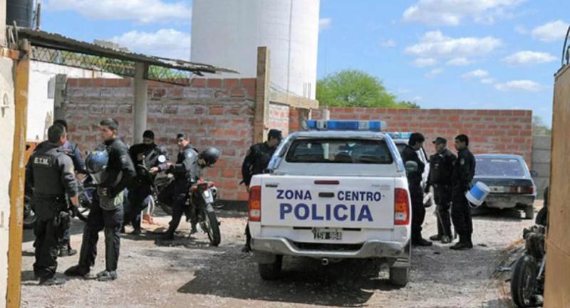 Santiago del Estero: asaltaron a una pareja, ataron al joven a un árbol y violaron a su novia delante suyo