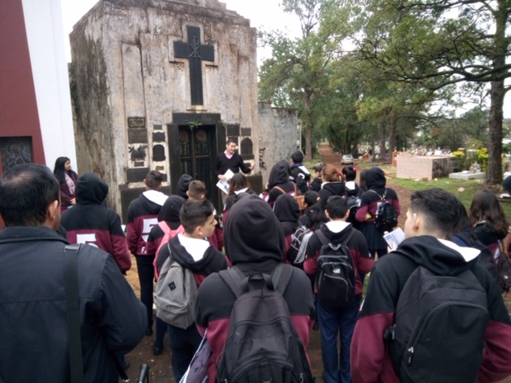 """Invitan a escuelas secundarias a participar de los recorridos guiados por el cementerio """"La Piedad"""""""