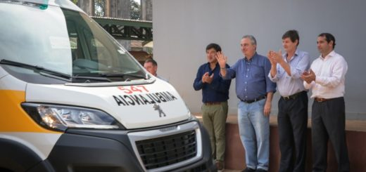 Passalacqua entregó ambulancias a Puerto Piray, Jardín América y Candelaria