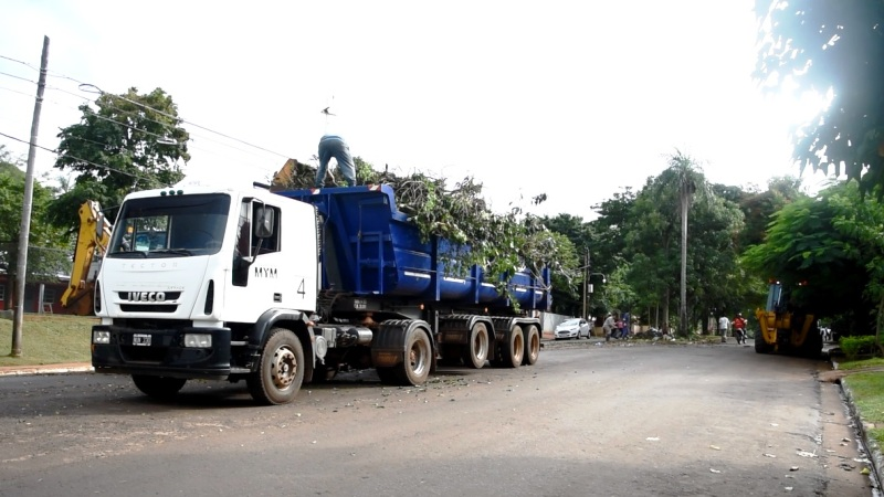 El municipio concretó un operativo integral de limpieza en la Chacra 102 de Posadas