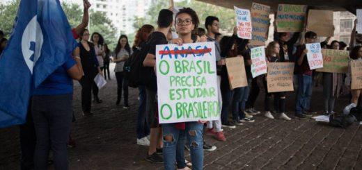 """Recorte en Brasil generó protestas ante el """"ataque"""" de Bolsonaro a la universidad pública, la ciencia y el pensamiento crítico"""