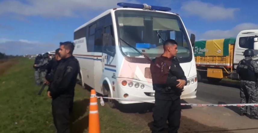 Emboscaron a los tiros un móvil con presos en la ruta en Santa Fe: hay seis fugados