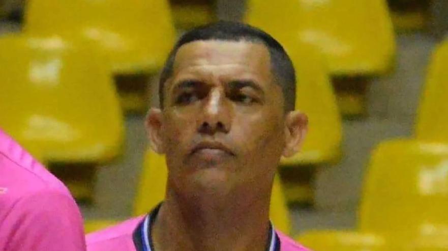 Un árbitro brasileño sufrió un infarto en pleno partido de fútbol y murió