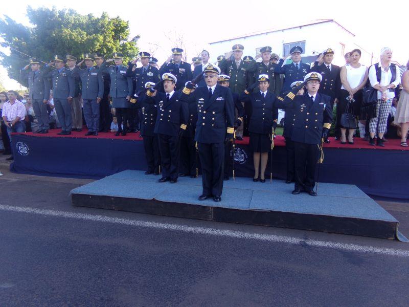 Realizaron la tradicional ceremonia de entrega de uniformes y cambio de abanderados del Liceo Storni