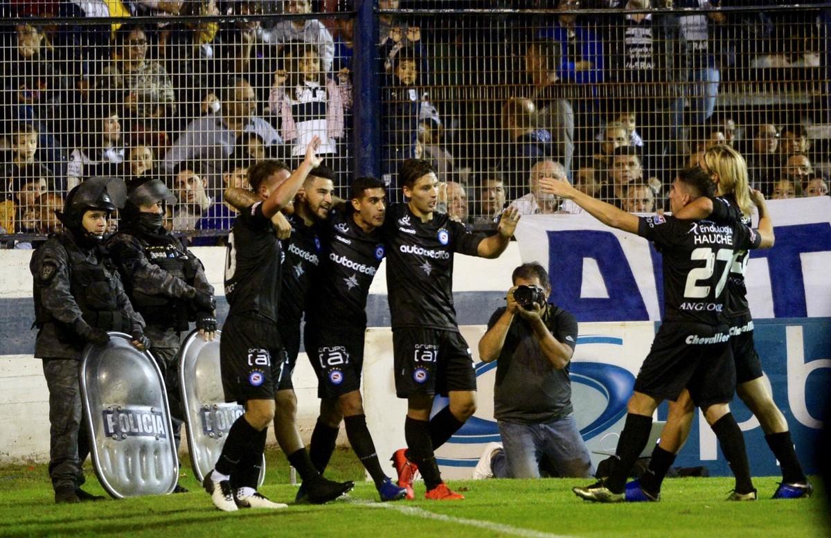 Copa de la Superliga: Argentinos ganó en La Plata y eliminó a Gimnasia