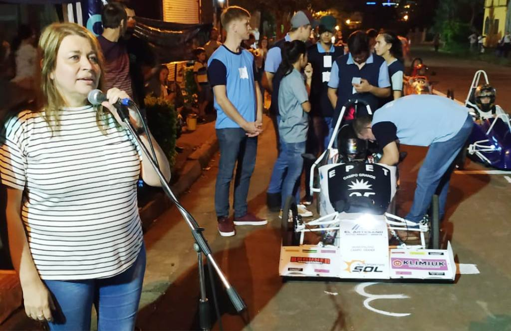 Carrera de autos eléctricos: estudiantes ponen a prueba sus conocimientos
