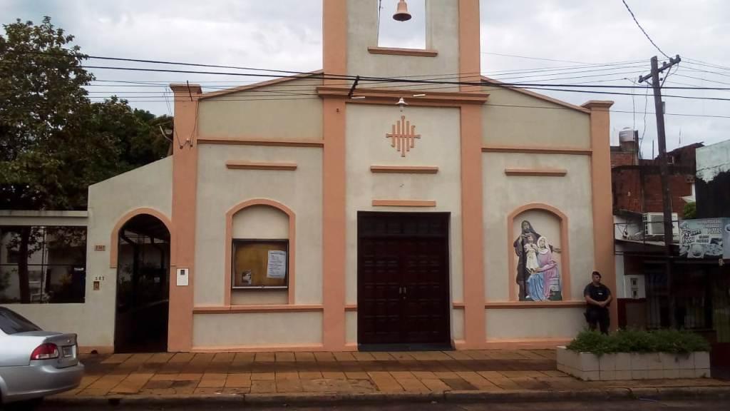 Violentaron tres puertas de la Iglesia Sagrada Familia de Posadas