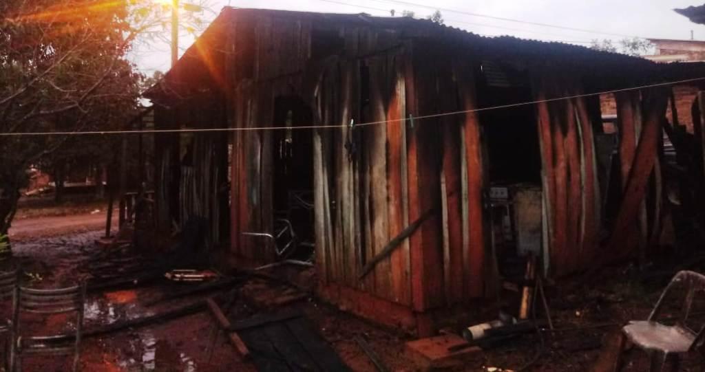 Incendio consumió una vivienda en Aristóbulo del Valle