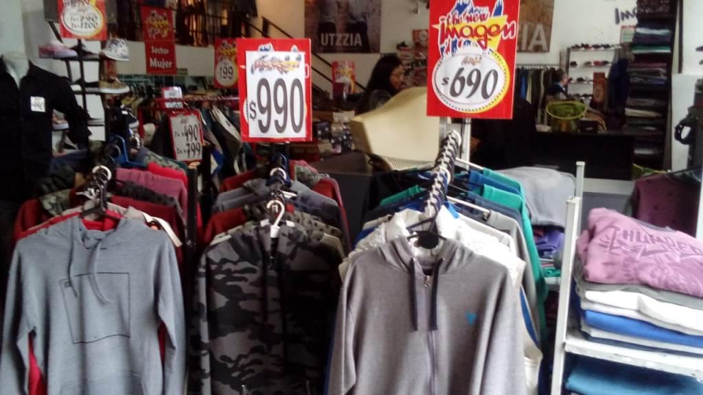 Con la llegada del primer frío se dispararon las ventas de ropas de invierno en Posadas