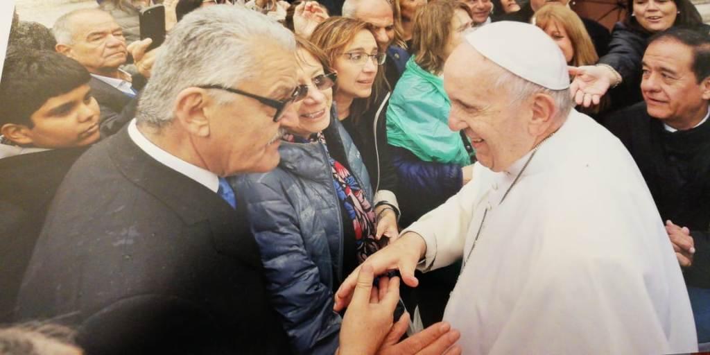 """La Jufejus con el misionero Jorge """"Kiko"""" Rojas, en audiencia con el Papa Francisco"""