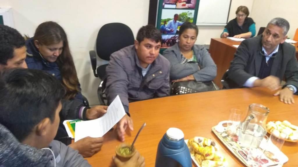 Tras acuerdo con la Defensoría del Pueblo, manifestantes de ruta 12 y Cabo de Horno levantaron el corte