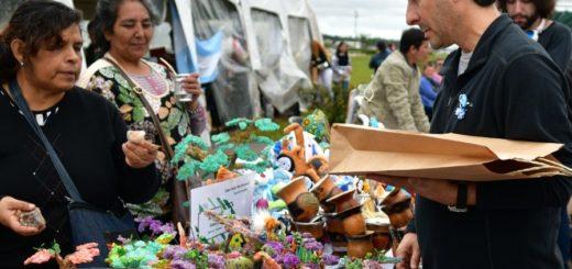 """Se realizó la segunda """"Feria Sin Fronteras- Yacyretá Emprende"""" en la Costanera de Posadas"""