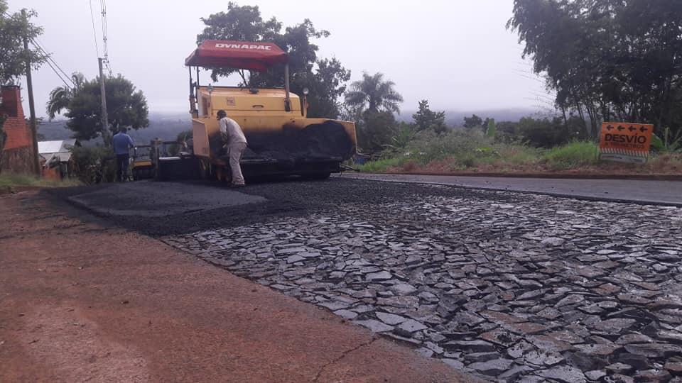 Vialidad realiza pavimento sobre empedrado en Puerto Rico