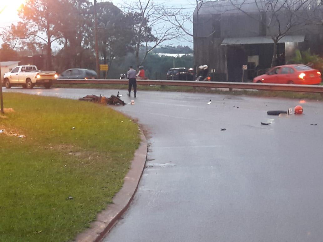 Choque entre una camioneta y una moto dejó un herido leve en San Vicente