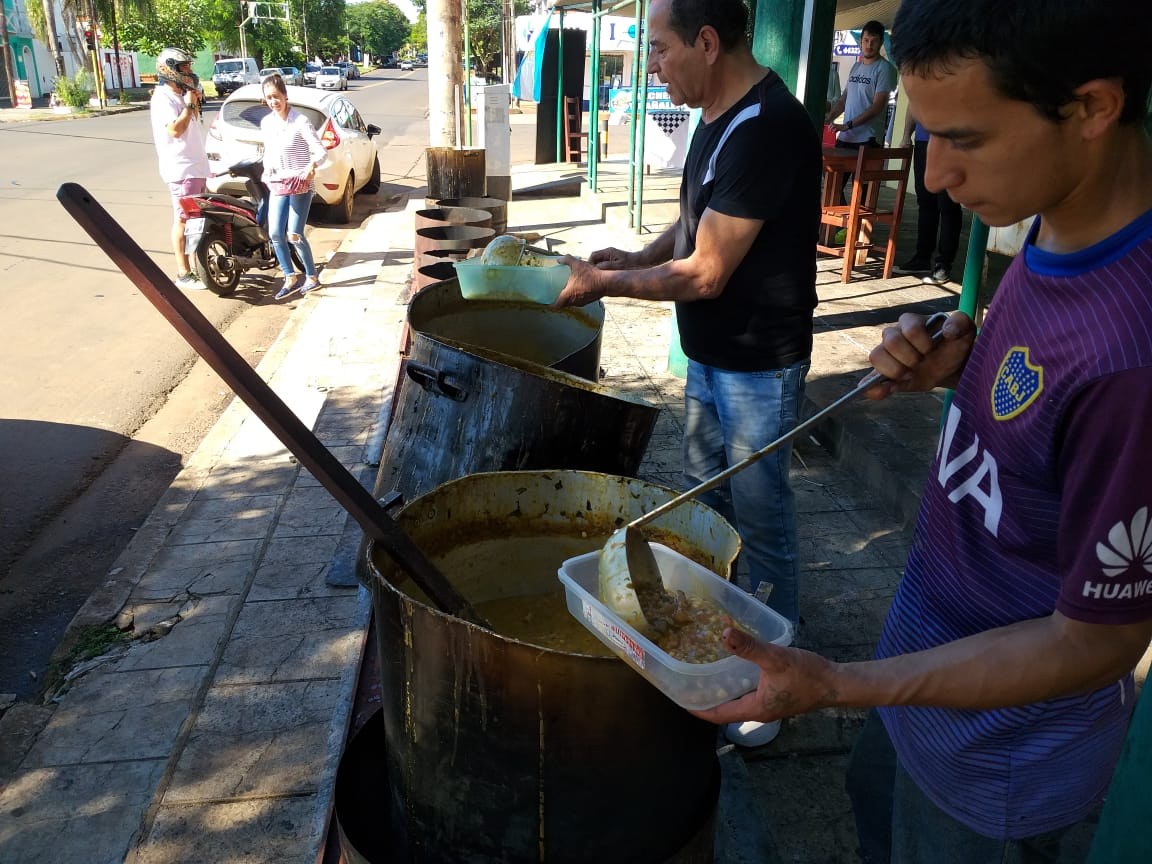 El tradicional locro del 1° de Mayo se vendió en los distintos barrios de Posadas