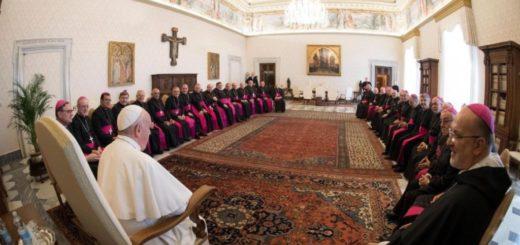 """El obispo de la diócesis de Oberá participó de reuniones con el Papa: """"Nos pidió estar cerca de los más necesitados"""""""