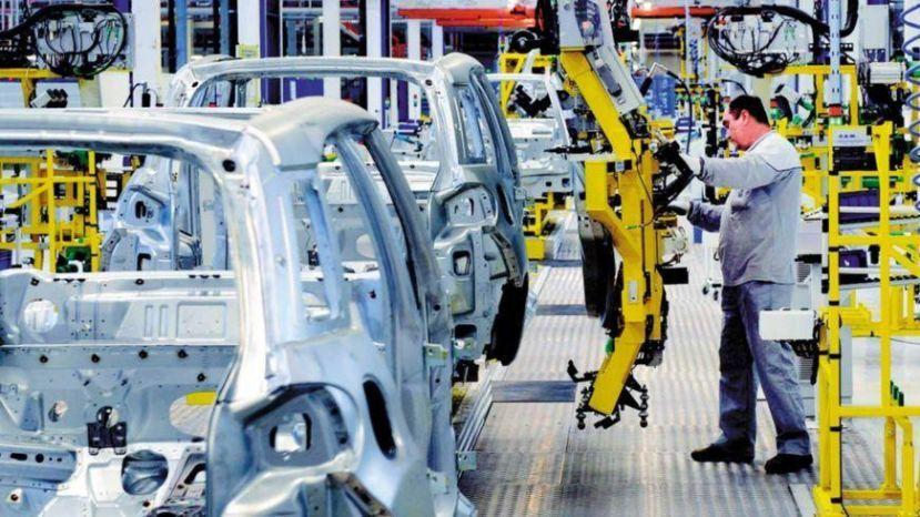Según el Indec, en marzo la industria cayó 13,4% y la construcción otro 12,3%