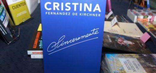 """Mientras Cambiemos y el PJ negocian el acuerdo, Cristina Kirchner prepara su regreso con """"Sinceramente"""" en la Feria del Libro"""