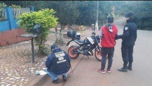 Oberá: despistó con su motocicleta y terminó detenido por transportar marihuana