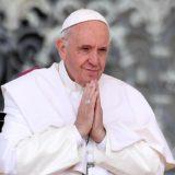 Benedicto XVI volvió a romper el silencio para defender el celibato sacerdotal y presionar a Francisco