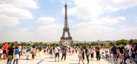 """Pese a las protestas de los """"chalecos amarillos"""", París posee el récord de turistas extranjeros"""
