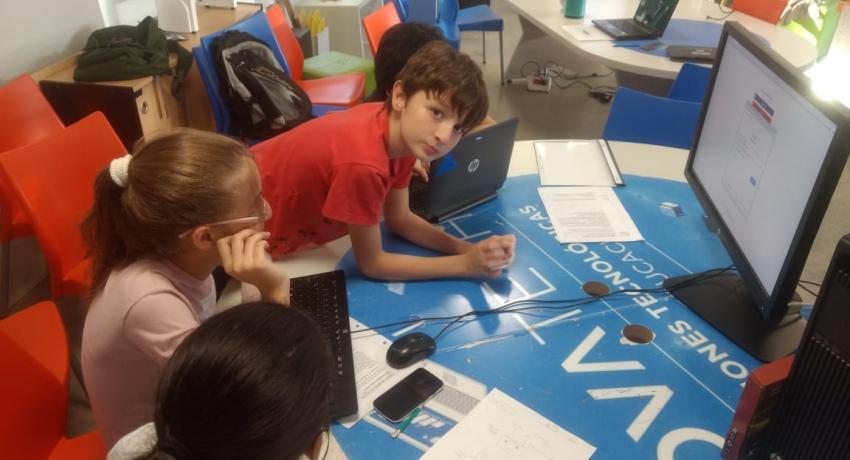 """Se presentó el libro de """"Escuela de Robótica: un modelo de educación disruptiva"""" en la Fundación Santillana en Buenos Aires"""