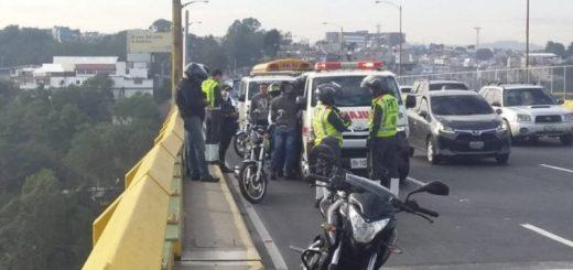 Guatemala: intentó tirarse de un puente junto a sus dos hijos de 1 y 8 años