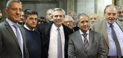 Aseguran que Alberto Fernández privilegia a Moyano y Palazzo y dilata el encuentro con la CGT