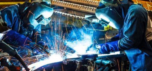 Según el Indec, en un año la industria cayó 8,8% y la construcción 7,5%