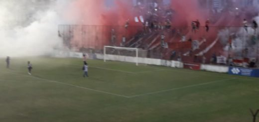 Villa Sarita, una fiesta: el increíble recibimiento de los hinchas de Guaraní a su equipo en la final por el ascenso