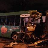 Accidente en Quaranta: el chofer del colectivo contó que cruzó con el semáforo verde y que el camión se le atravesó