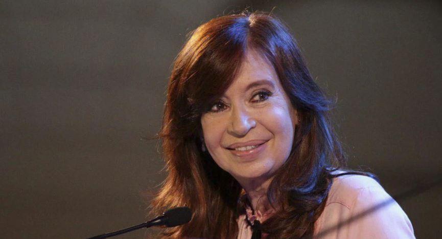 «Siento la necesidad de colaborar ante esta catástrofe económica», señaló Cristina Kirchner