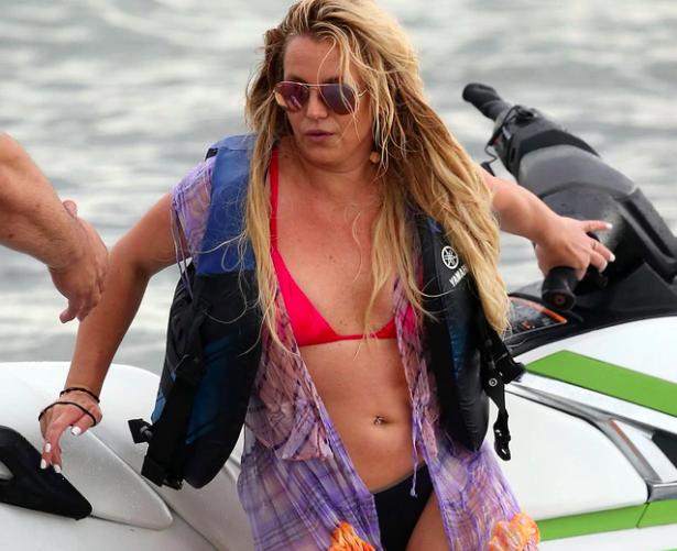 Salieron a la luz los fotos en bikini que desataron la furia de Britney Spears: acusó a los paparazzi de editar las imágenes para perjudicarla