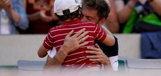 El emotivo video de Nicolas Mahut y su hijo, que entró a la cancha a consolarlo tras la eliminación de Roland Garros