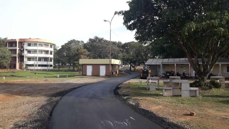 Vialidad asfaltó calle interna en el Parque de la Salud
