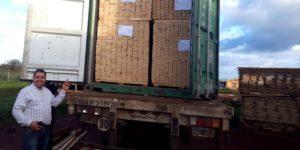 Corrientes: un aserradero Pyme de Virasoro inició su primera exportación de tablas de madera de pino a Tailandia