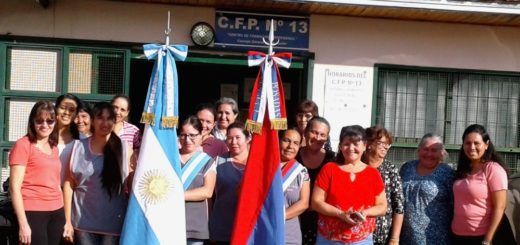 Proyecto Bandera: con manos misioneras y espíritu emprendedor, producen en la CFP N°13 de Posadas banderas de ceremonias para las escuelas