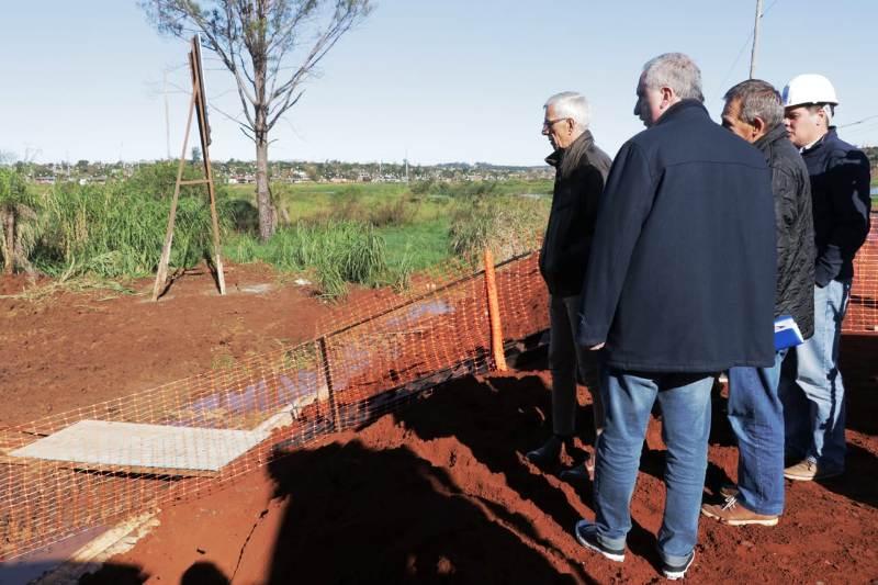 Passalacqua recorrió obras del acueducto que construye el Iprodha y unirá Villa Lanús con Itaembé Guazú