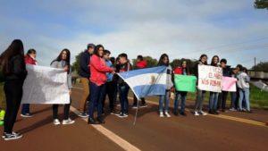 Puerto Libertad: alumnos de la Epet 33 cortan la ruta 12