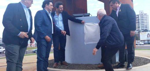 "La Eby inauguró la escultura ""Ñañuã"" en la plazoleta de la avenida Quiroga y Costanera de Posadas"