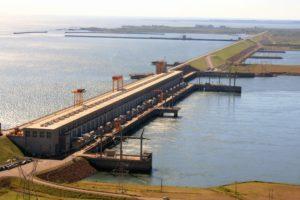 Desde Yacyretá confirman que la falla eléctrica que dejó sin luz al país es ajena a las instalaciones de la central hidroéléctrica