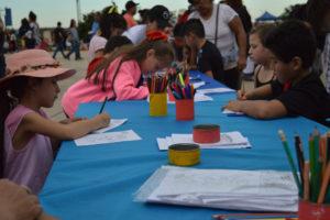 Feriantes, tejedores y festival inclusivo coparon el Cuarto Tramo de la Costanera de Posadas en la tarde del domingo