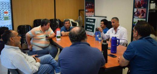 Trabajadores de volquetes solicitaron intervención del Defensor ante la falta de un lugar donde depositar la basura