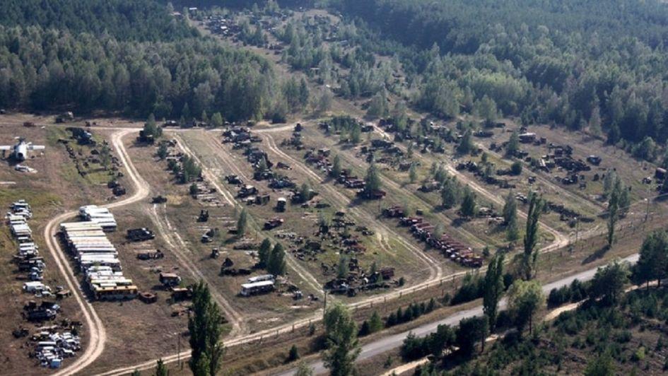 Así luce Rassokha, el cementerio radioactivo de vehículos de Chernobyl