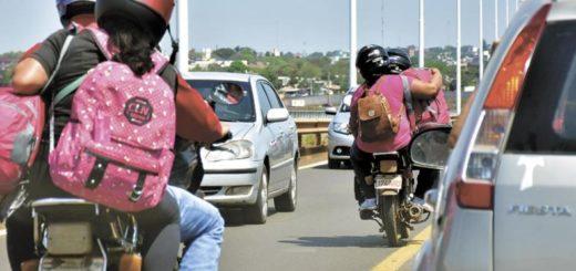 Conflicto con mototaxis: Respuesta de Argentina no convence a mototaxistas paraguayos quienes exigen poder cruzar con mayor rapidez
