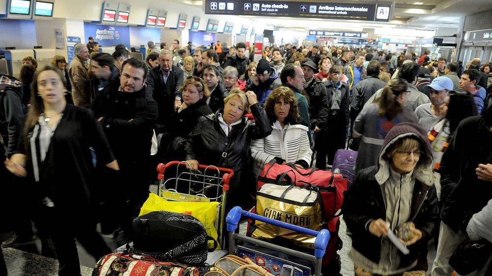 Ya son 90 los vuelos demorados por el paro de controladores en todo el país
