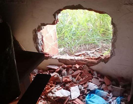 Boqueteros irrumpieron en una mueblería de Garupá y se llevaron dos televisores y un equipo de audio