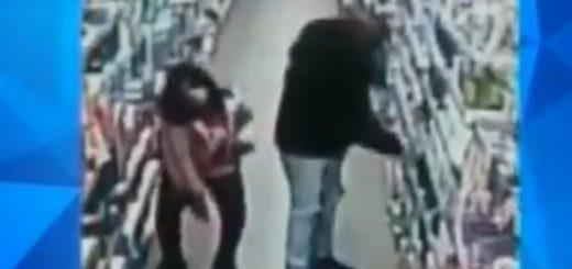 Video: obligó a su hija de 12 años a robar en un supermercado